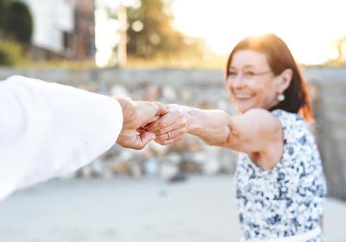 Opiekunka osób starszych - czy każdy może nią zostać?